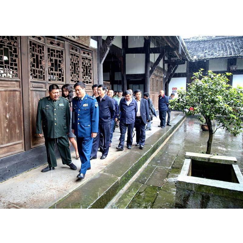 毛新宇和朱和平视察护国战争纪念馆