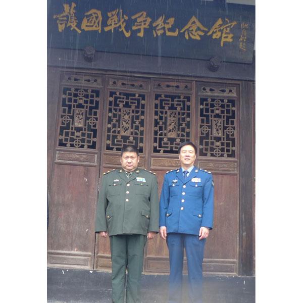 毛泽东之孙毛新宇与朱德之孙朱和平将军参观护国战争博物馆