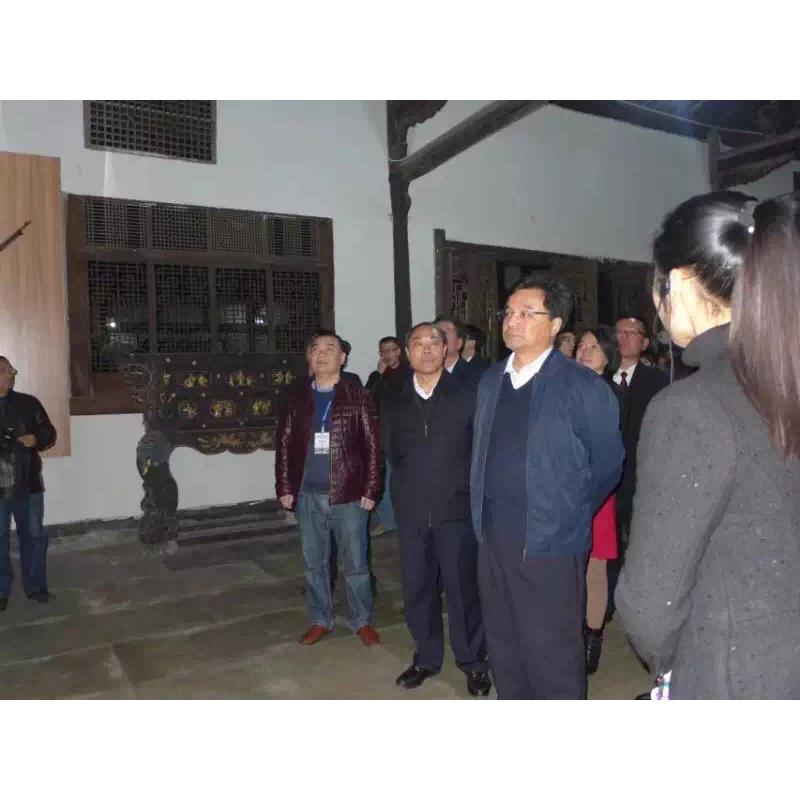 最高人民检察院党组成员 政治部主任王少峰一行 在市委书记蒋辅义市长刘强等领导的陪同下参观我公司打造的一护国战争博物馆